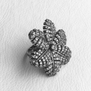 Anel Flor Cravejado | Lanarée Acessórios