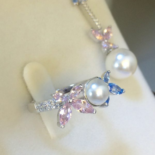 Anel Borboletas Cristais Azul e Rosa com Pérola | Lanarée Acessórios