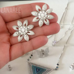 Brinco de Prata Flor Cravejada Zircônias | Lanarée Acessórios