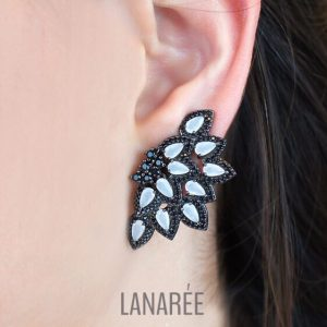 Brinco Ear Cuff Gotas Branco Leitoso | Lanarée Acessórios