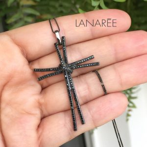 Colar Cruz Zircônia Negra Cravejado | Lanarée Acessórios