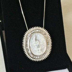 Colar Medalha Divino Espírito Santo Madrepérola | Lanarée Acessórios