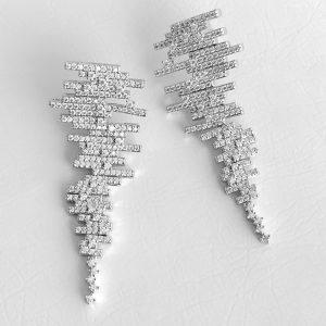 Brinco Linhas Cravejadas Zircônias | Lanarée Acessórios